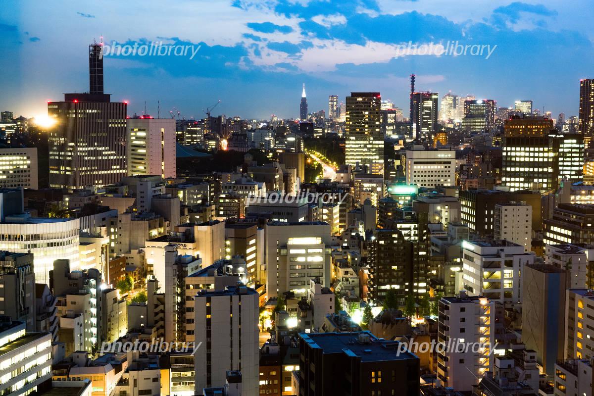 駿河台から見る東京都 水道橋 九段下方面の街並みの夜景のイメージ 写真素材 フォトライブラリー Photolibrary