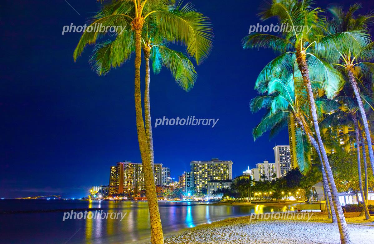 ハワイ ワイキキビーチの夜景 写真素材 5166427 フォトライブ