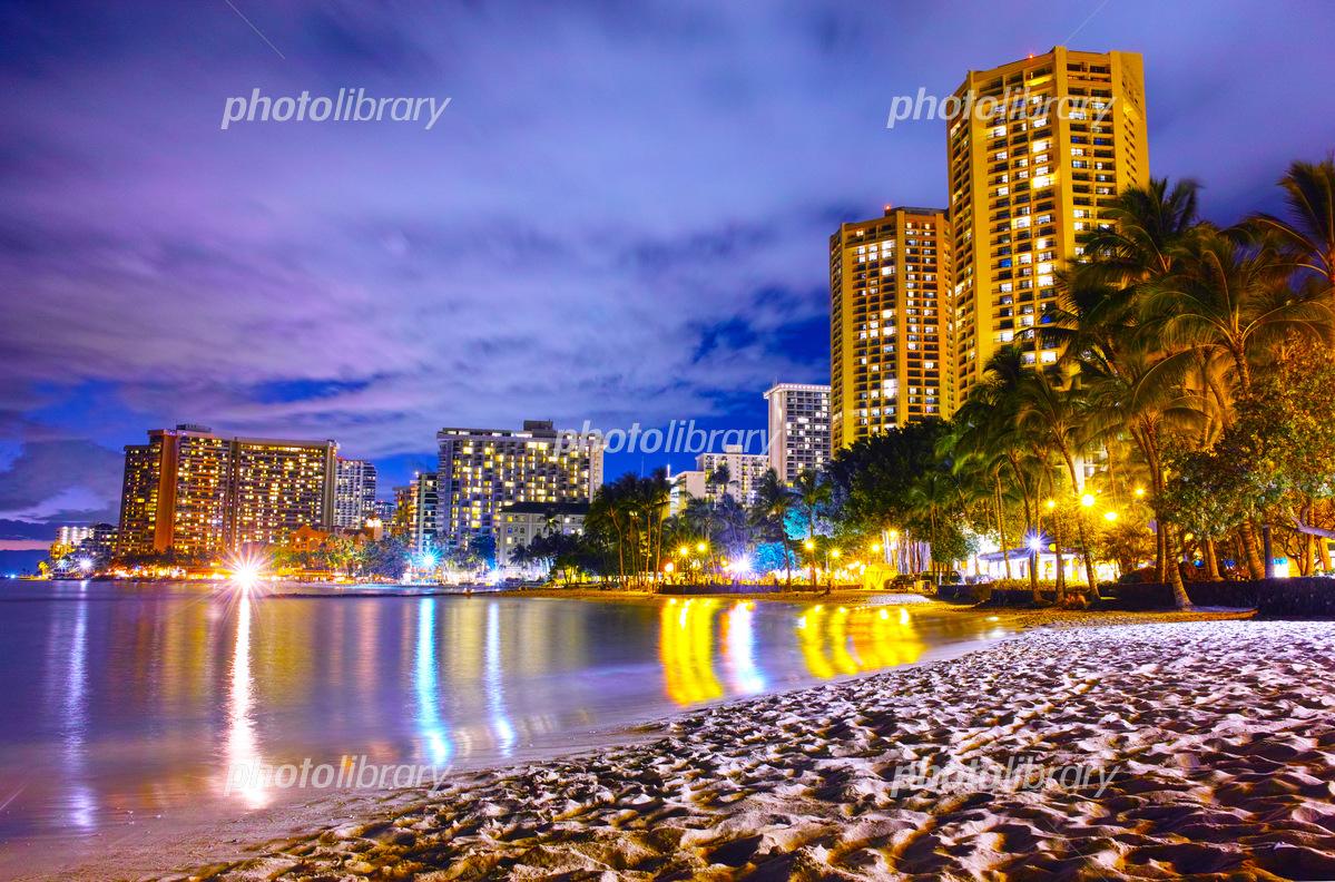 ハワイ ワイキキビーチの夜景 写真素材 5166447 フォトライブ