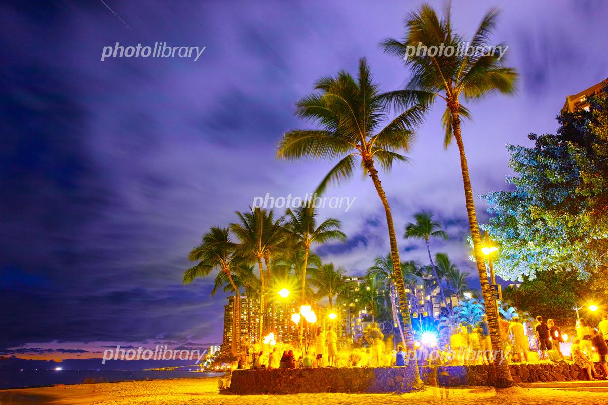 ハワイ ワイキキビーチの夜景 写真素材 5166448 フォトライブ