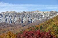 写真 The big mountain wall of autumn seen from the key ring(5355555)