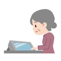 イラスト Senior woman watching the monitor(5547282)