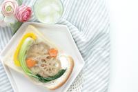 写真 Vegetarian cuisine with chingen vegetables and lotus root Open sandwich(5548076)