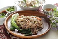 写真 Stir-fried Chinese cabbage with lotus root and pork(5548089)