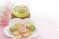 写真 Sakura rice cracker and green tea(5548094)