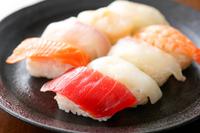 イラスト Assorted sushi(5588396)