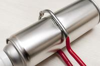 写真 Drill a hole in a spray can(5588642)