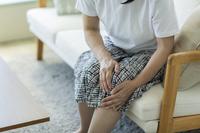 膝痛の写真素材 人気順 - フォトライブラリー photolibrary