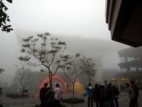 霧のビクトリアピーク山頂 の写真素材