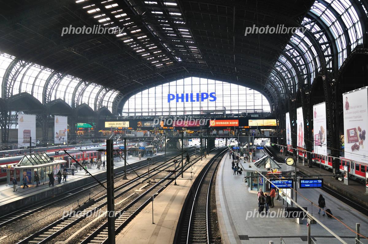 ハンブルク中央駅の構内 写真素...