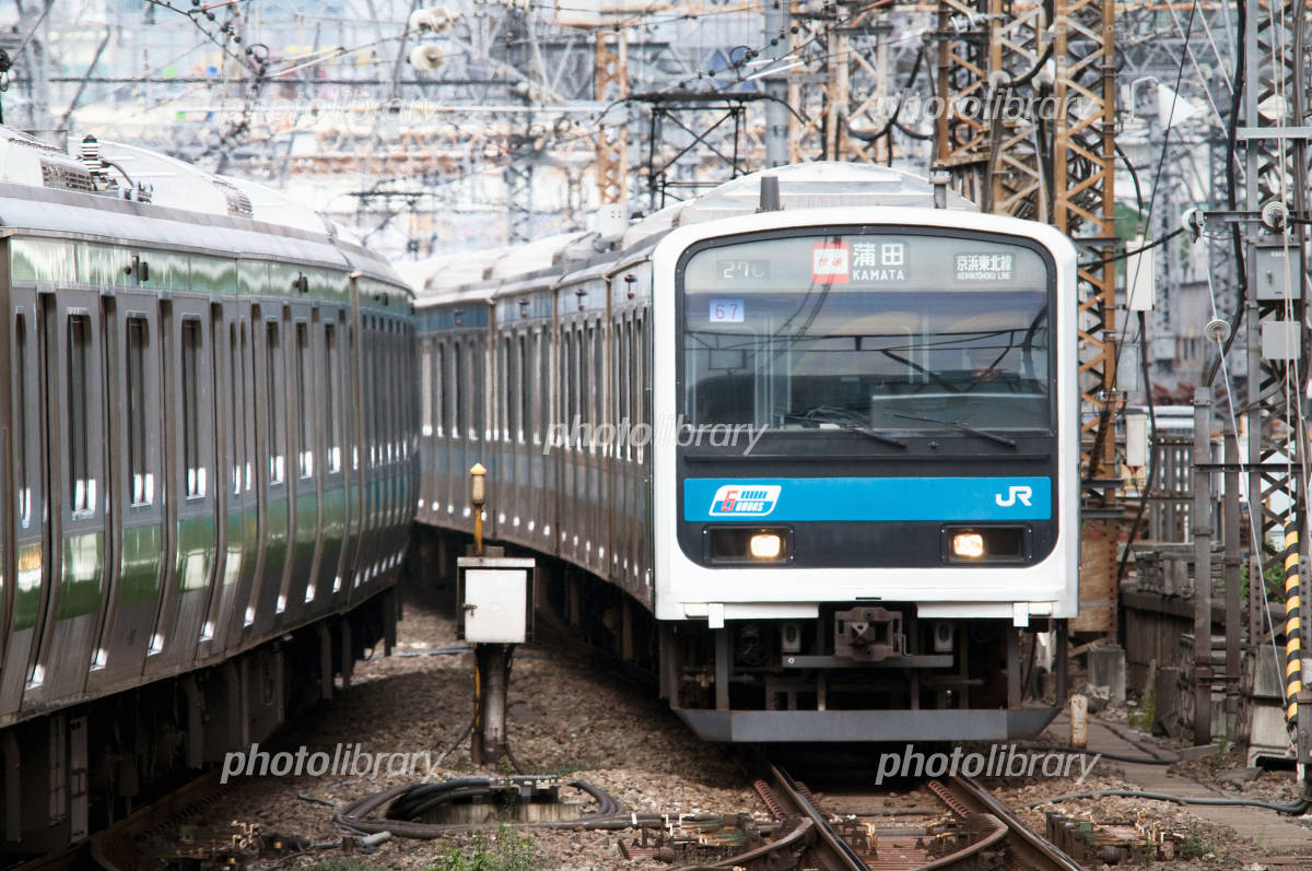 並走する京浜東北線209系 写真素材 [ 556630 ] - フォトライブラリー ...