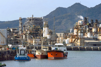 Ships moored and petrochemical complex Stock photo [555018] Factory