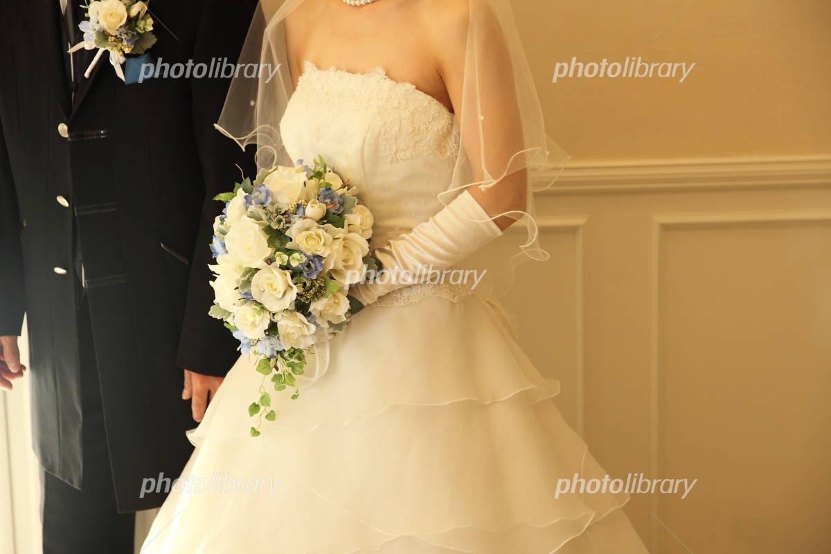 ウエディングドレスとブーケ 写真素材