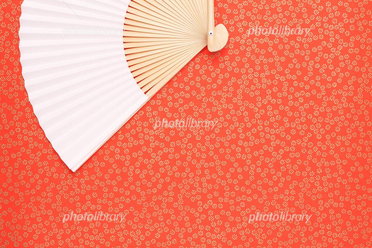 赤い千代紙と扇子 画像ID 848557