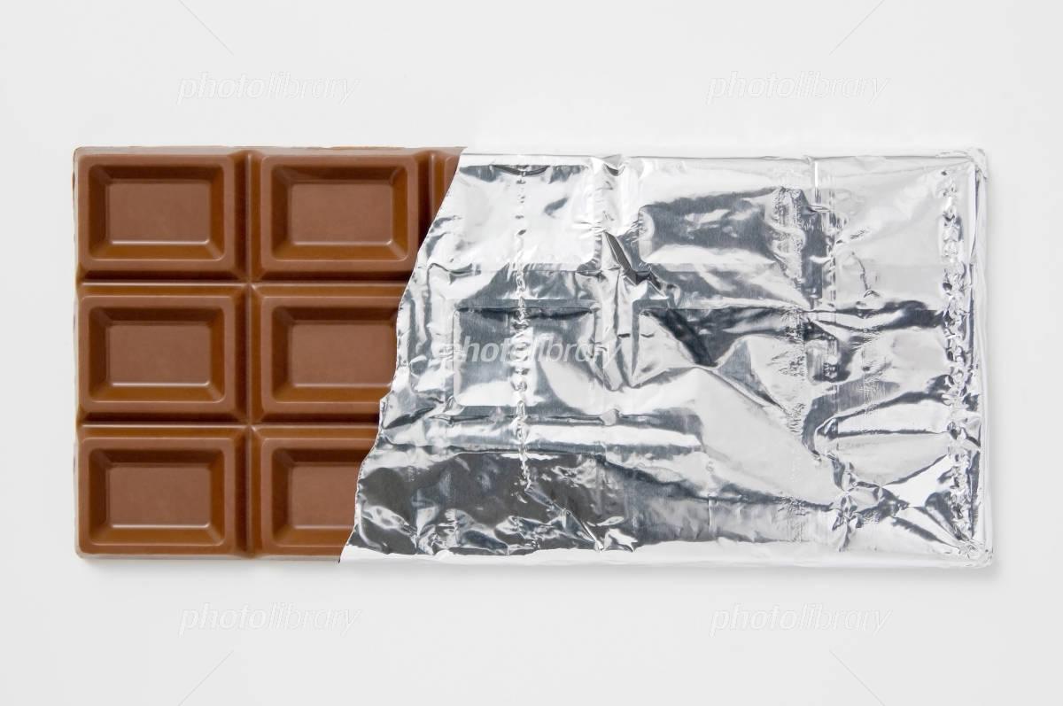 97160c47ad 白背景に銀紙に包んだチョコレート 写真素材 [ 1143845 ] - フォトライブ ...