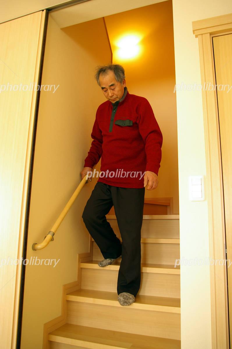 下りる 降りる を 階段 下りる/降りる(おりる)の意味