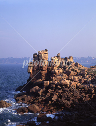 バラ色の花崗岩の海岸 ブルター...