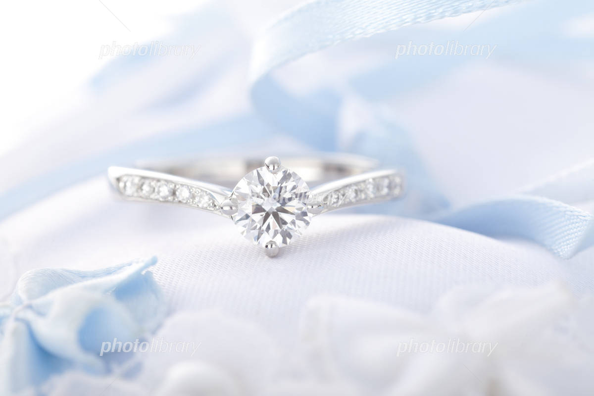 Engagement ring, diamond Photo