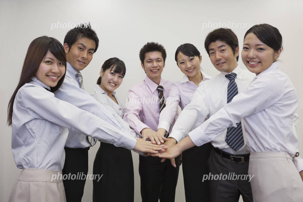 一致団結するビジネスチームの写真