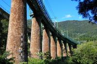 毛渡沢橋梁を行く上越線