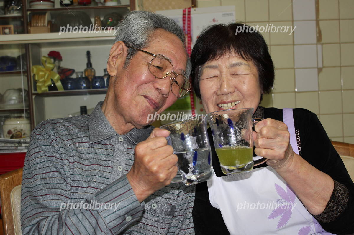 Cheers to that old couple Photo