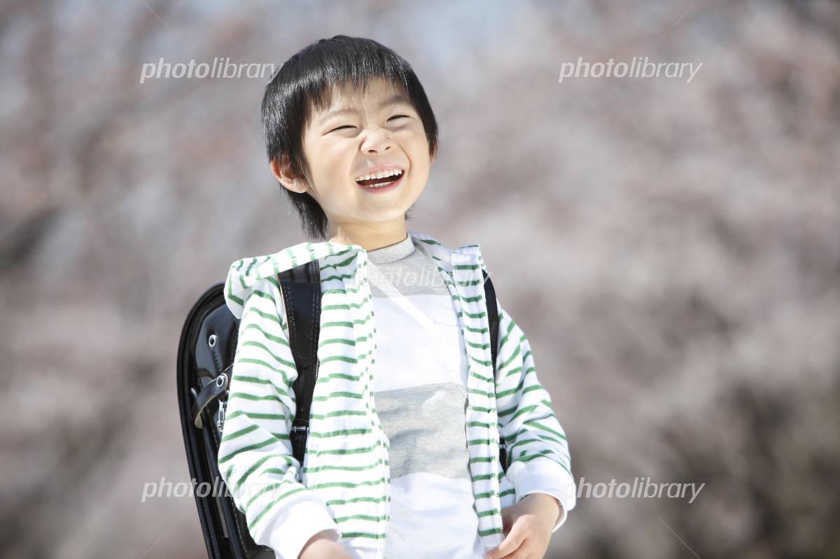 Elementary school boys laugh under the cherry tree Photo