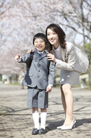 Finger plug in elementary school boys and mother Stock photo [2362537] Mom