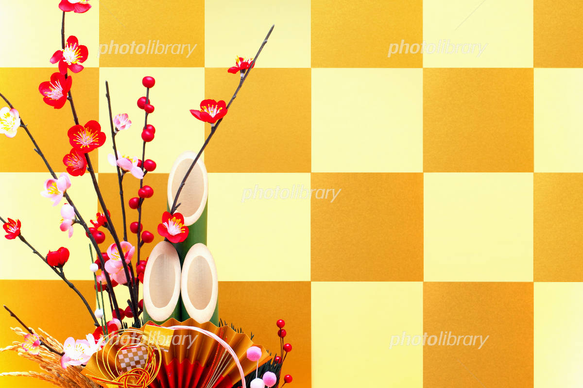 Gold folding screen and Kadomatsu decoration of checkered pattern Photo