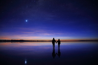 Couple under the Bolivia Uyuni salt lake starry sky Stock photo [3051831] Hoshikei