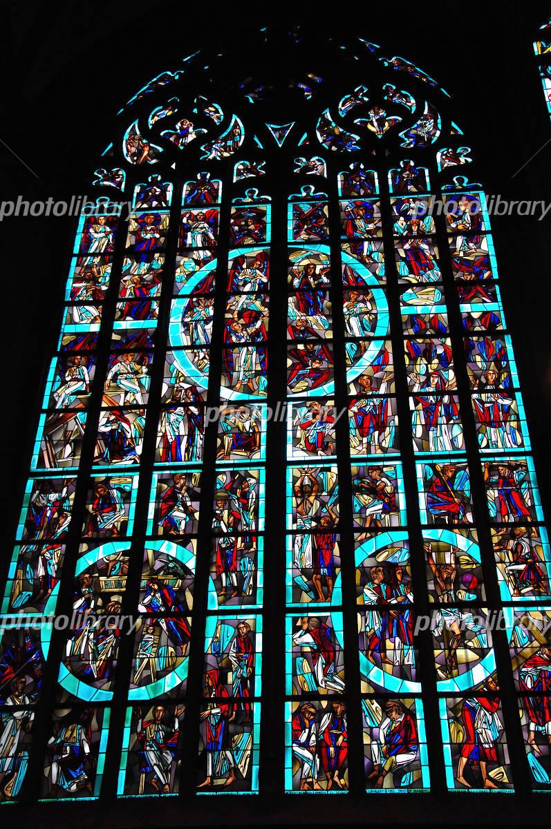 アーヘン大聖堂のステンドグラスの写真素材 無料 フリー