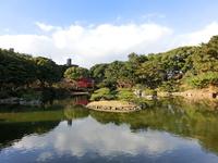 縮景園の池と小島