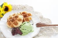 写真 Almond Belgian waffle and green tea ice cream(5266730)