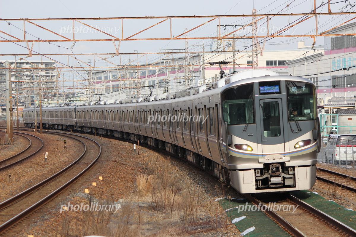 225系0番台 2次車 (100番台) 新快速 @岸辺駅 写真素材 [ 5452384 ...