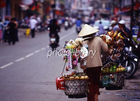 ベトナムの物売りの女性 写真素...